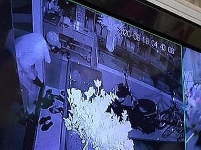 Trộm tiệm vàng ở Sơn Tây: Gia đình nạn nhân mỗi người khai một kiểu