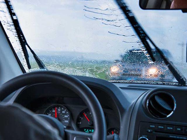 Những phụ kiện cần thiết cho xe ô tô trong mùa mưa bão
