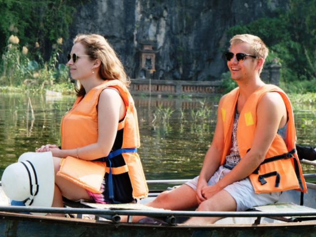 Khu du lịch Tam Cốc - Ninh Bình: Khi bác nông dân làm du lịch