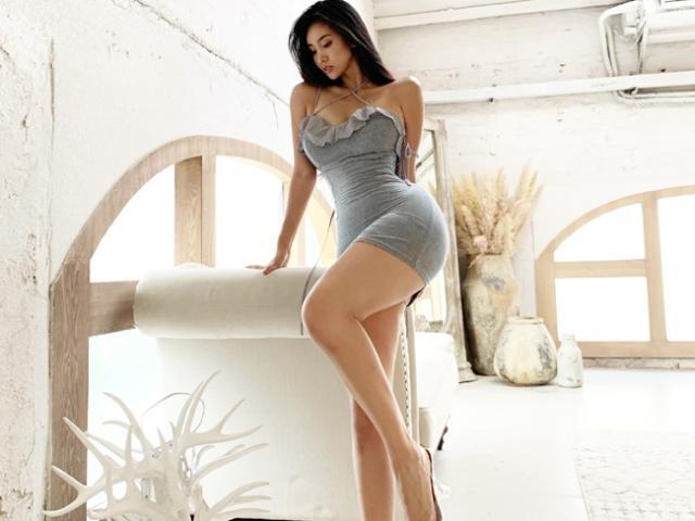 """""""Nữ thần phòng gym"""" sở hữu vòng ba hơn 1 mét, dáng người cong chữ S đầy mê hoặc"""