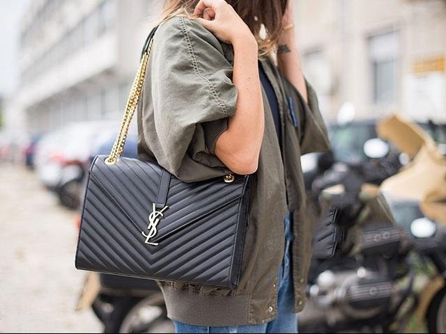 Yves Saint Laurent không thiết kế túi, vậy túi YSL ra đời từ đâu?
