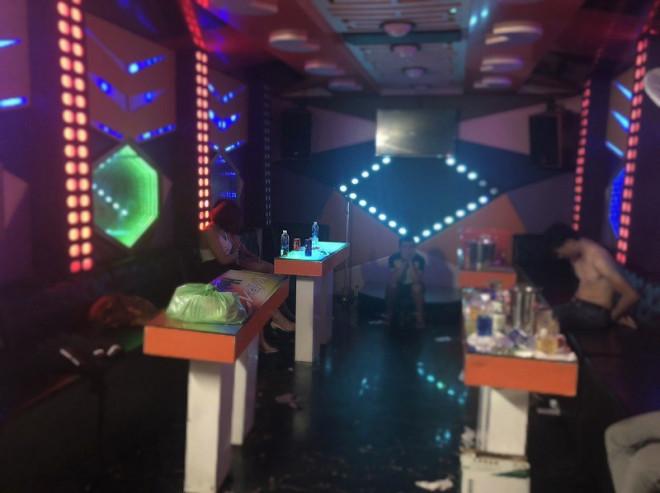 13 người phê ma túy trong quán karaoke