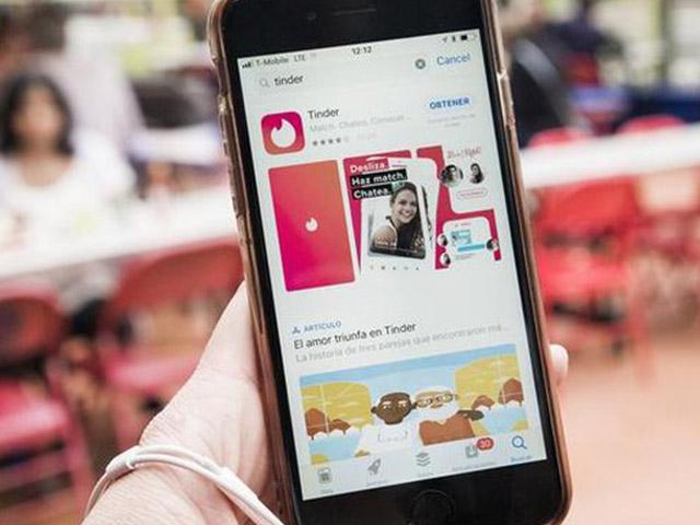 """Smartphone nào dễ """"đánh gục đối phương"""" và """"hết cửa"""" khi hẹn hò trực tuyến?"""