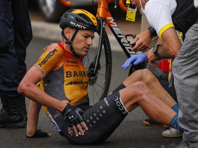 Tin thể thao HOT 31/8: SAO Tour de France gãy xương đùi vì tai nạn hy hữu