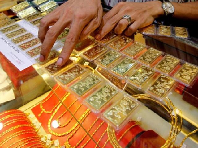 Giá vàng hôm nay 1/9: Vọt tăng, phá mốc 57 triệu đồng/lượng