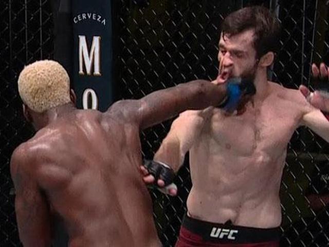 """Võ sĩ UFC tung cú đấm vòng cung tuyệt đỉnh """"xử đẹp"""" đối thủ"""
