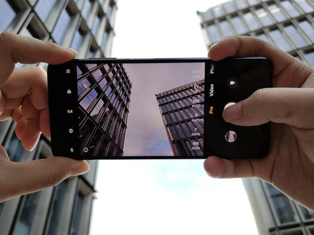 """Lộ diện smartphone sẵn sàng """"chiến đẹp"""" iPhone SE và OnePlus Nord"""