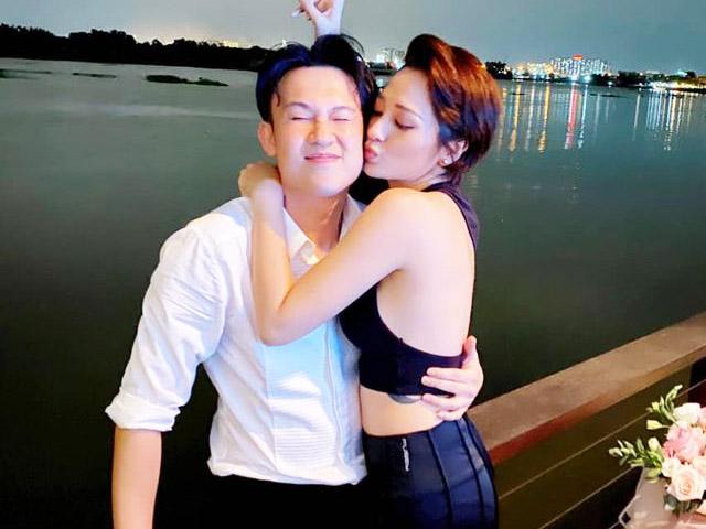 Mỹ nhân nóng bỏng ôm hôn thắm thiết em trai Hoài Linh là ai?