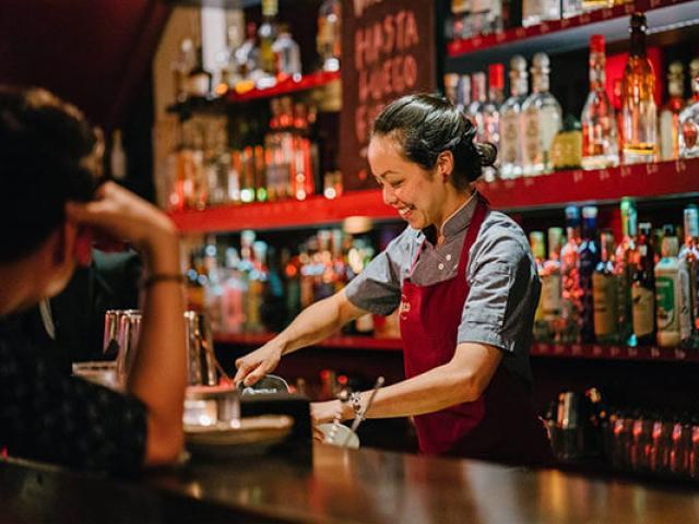 Nóng tuần qua: Đề xuất hỗ trợ hàng chục nghìn nhân viên karaoke, bar, gym chịu ảnh hưởng bởi Covid-19