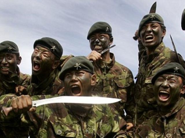 """Căng thẳng biên giới Trung-Ấn: Đường chuyển quân giúp binh sĩ Ấn Độ """"tàng hình"""""""
