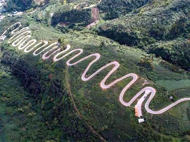 Đường cao tốc nhưng lại xây trên đỉnh núi, nhìn 68 khúc cua khiến ai cũng khiếp sợ