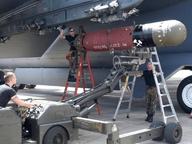 """Kế hoạch dùng """"pháo đài bay"""" B-52 Mỹ bảo vệ Đài Loan nếu TQ tấn công"""