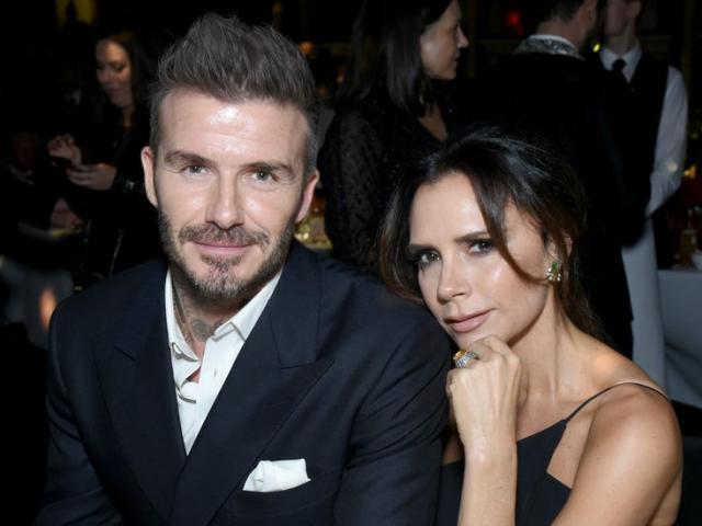"""Vợ chồng Beckham nhiễm Covid-19, bị báo Anh """"bóc mẽ"""" vì thói ham tiệc tùng"""