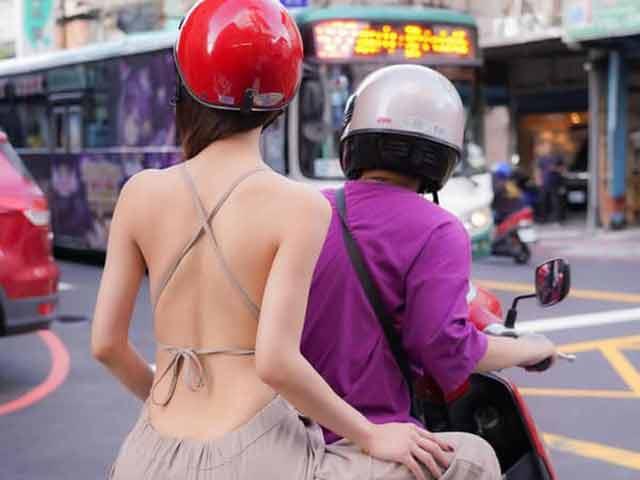 """Hết khoe vòng 1, nhiều chị em lại rủ nhau diện đồ """"toang"""" lưng trần trên phố"""