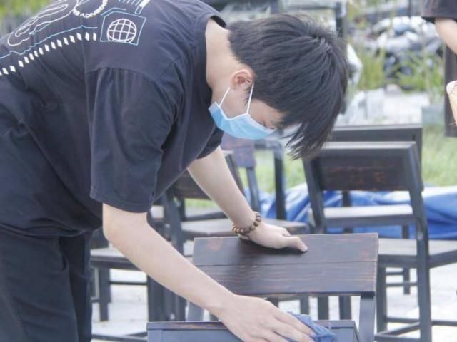 Đà Nẵng: Nhà hàng hối hả dọn dẹp chờ đón khách sau thời gian dài chống dịch