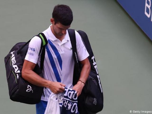 """Phớt lờ cảnh báo, Djokovic ê chề rời US Open: Bị gọi là """"kẻ đại ngốc"""""""