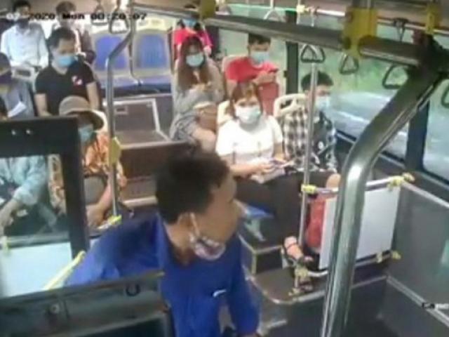 Xác định danh tính người đàn ông nhổ nước bọt vào nữ phụ xe buýt