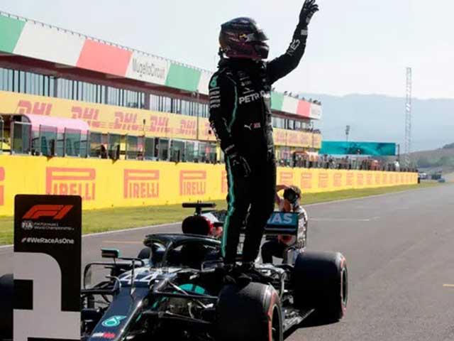 """Đua xe F1, phân hạng Pirelli Tuscan GP: Hamilton """"mặc định"""" đoạt pole"""