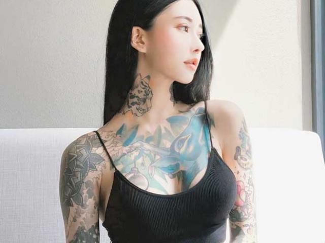 """Đã là mẹ 1 con, người đẹp Hàn vẫn """"nghiện"""" xăm trổ, khắp người đầy mực vẫn siêu sexy"""