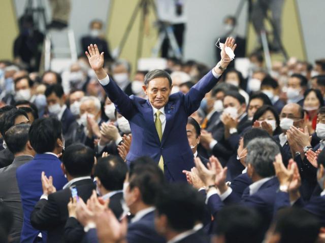 Người sẽ thành tân Thủ tướng Nhật Bản: Hành trình gian khó đi rách 6 đôi giày