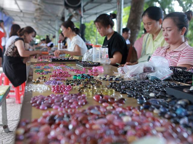 """Chợ """"bán đá quý như rau"""" ở Việt Nam cũng bị ảnh hưởng do Covid-19"""