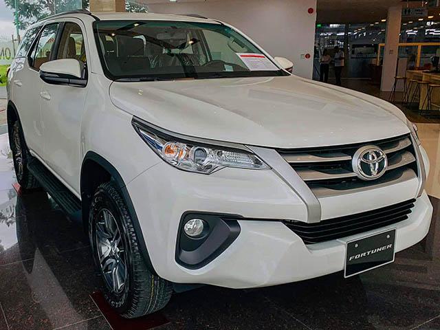 Toyota Fortuner thế hệ cũ được các đại lý đồng loạt giảm giá để dọn kho