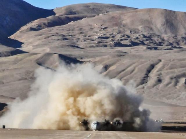"""Quân đội Ấn Độ hồi sinh """"báu vật"""" cổ xưa 10.000 năm tuổi giữa sa mạc biên giới, đối phó TQ"""