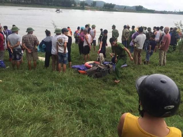 Tài xế xe tải lao xuống sông cứu cô gái trẻ, cả 2 tử vong thương tâm