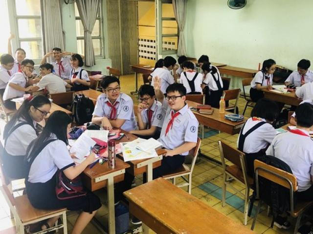 Bộ GD-ĐT làm rõ về quy định cho phép học sinh dùng điện thoại trong lớp