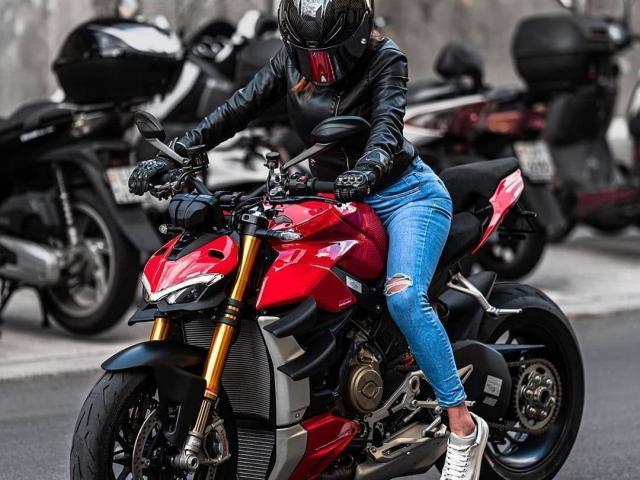 Những mẫu naked bike mạnh mẽ nhất thế giới đang có mặt tại Việt Nam
