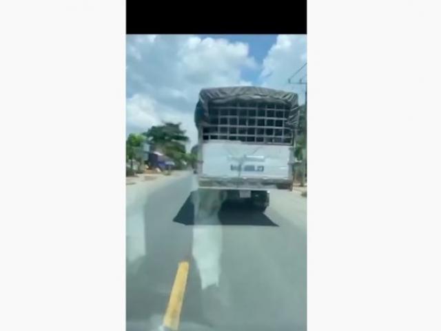 Tài xế xe tải trần tình về clip không nhường đường cho xe cứu thương