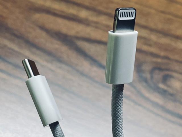 HOT: Xuất hiện ảnh nóng cáp bện cực xịn đi kèm iPhone 12