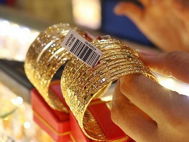 Giá vàng hôm nay 25/9: Đảo chiều sau 3 phiên dò đáy, dân buôn bán 19 tấn vàng