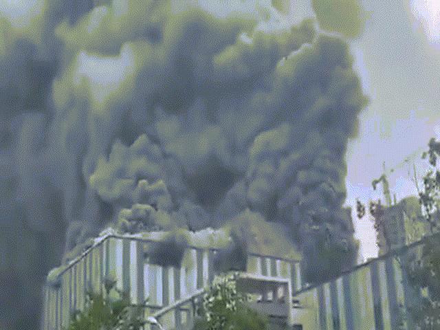 TQ: Tòa nhà của Tập đoàn Huawei bất ngờ bốc cháy ngùn ngụt