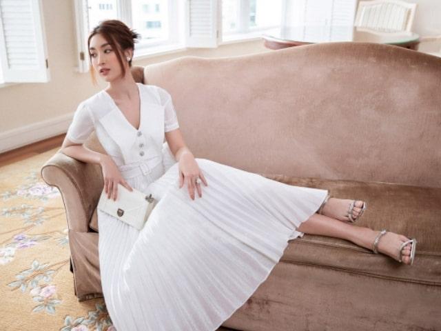 Đỗ Mỹ Linh quyến rũ trong váy style tiểu thư cổ điển