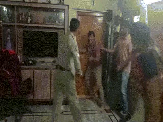 """Video: Đi ăn trộm nhưng lăn ra ngủ quên, tên trộm nhận ngay """"cái kết đắng"""""""