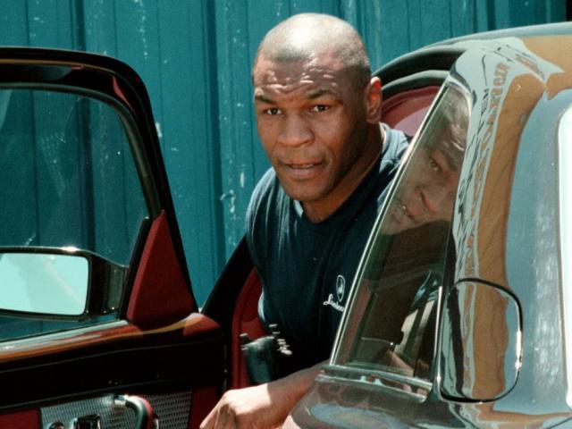 """Mike Tyson """"trùm đốt tiền"""": Hối lộ cảnh sát siêu xe, cho CĐV 193 tỷ đồng"""