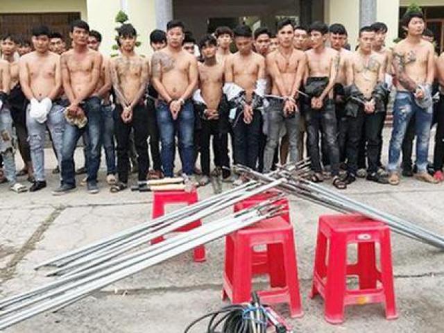 """Bắt giữ 59 thanh niên mang hung khí """"dàn trận"""" ở Biên Hòa"""