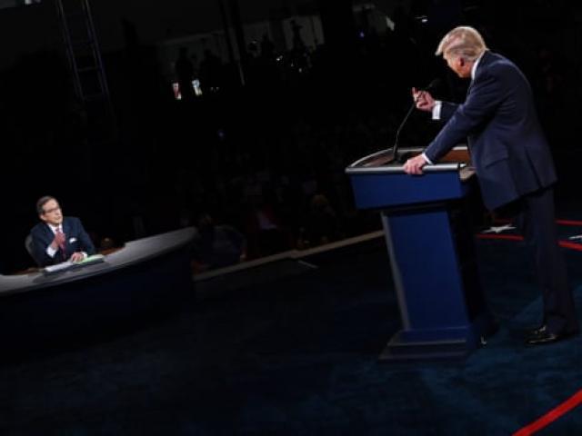 """Tranh luận Trump - Biden hỗn loạn: Người cầm trịch hứng """"bão"""" chỉ trích"""