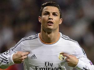 """Ai """"bơm"""" Ronaldo ở cuộc bầu chọn VĐV vĩ đại nhất?"""