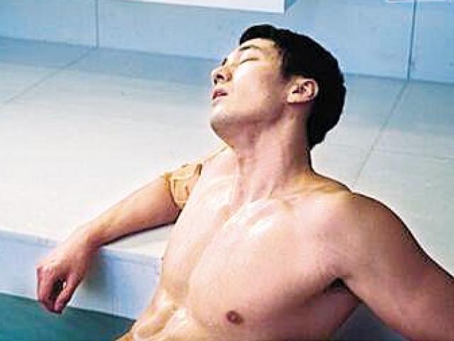 """So Ji Sub lại gây """"sốt"""" với vai diễn đầy khiêu khích"""