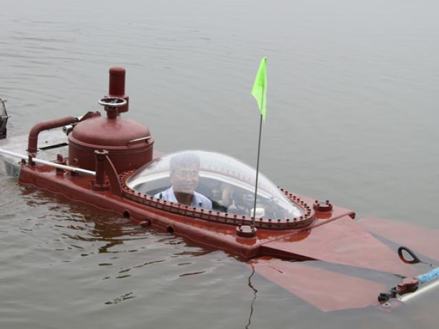 Clip: Tàu ngầm Hoàng Sa lặn ở hồ lớn Thái Bình