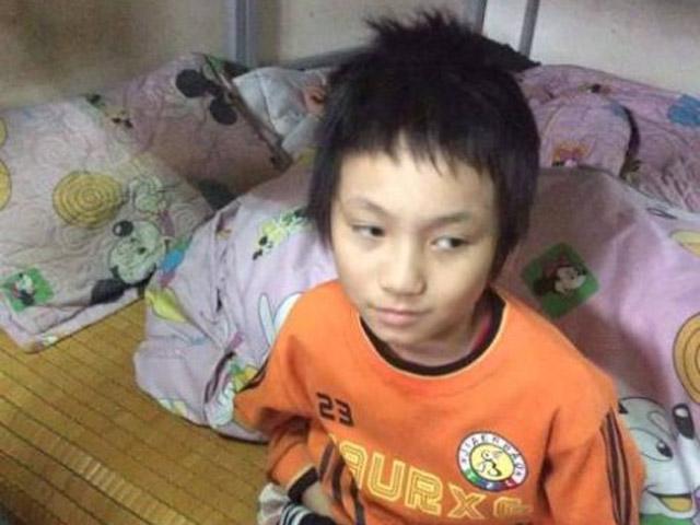 Hà Nội: Bé trai bị đói, rét đi lạc trong đêm