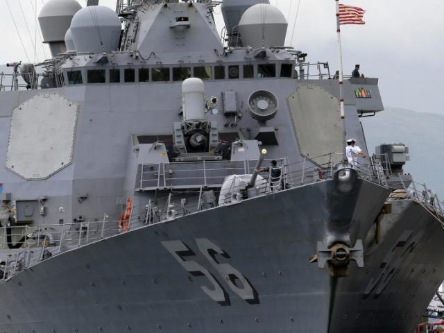 Tàu khu trục tên lửa Mỹ lần đầu trở lại cảng Cam Ranh