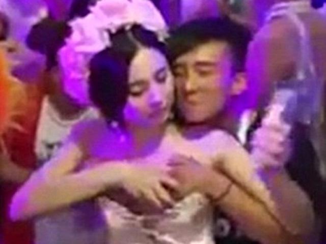 Xôn xao clip cô dâu TQ cho khách sờ ngực để kiếm tiền
