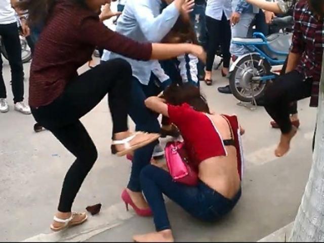 Đau lòng những vụ học sinh tát nhau tới tấp ở trường học