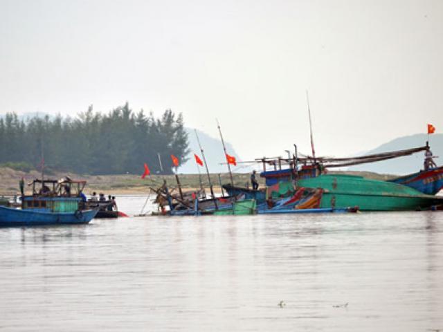 Vụ tàu mắc cạn ở Quảng Bình: Tìm thấy thêm 4 thuyền viên