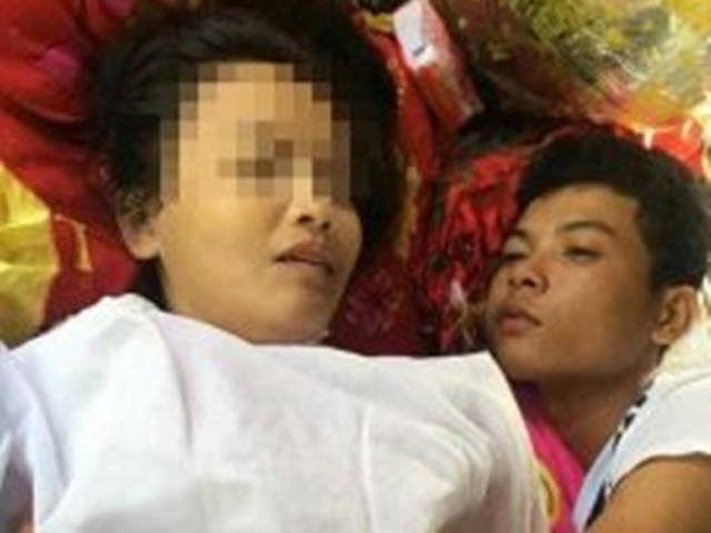 Sốc: Chàng trai Thái ôm thi thể bạn gái động phòng