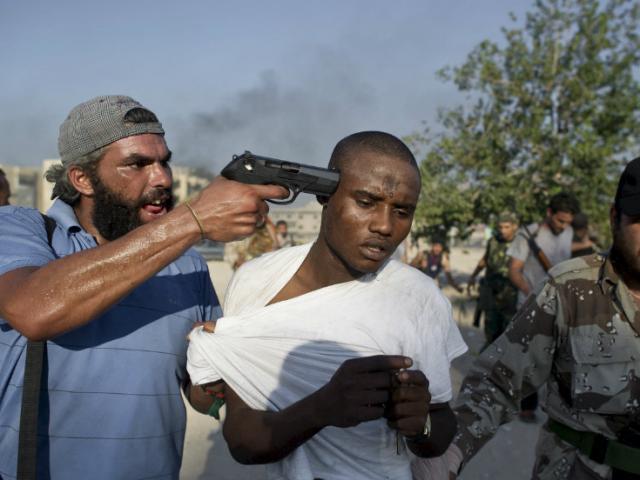 Vì một con khỉ, 16 người bị giết chết ở Libya