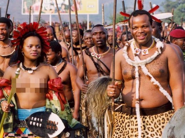 Vua châu Phi tiêu tiền như nước, mỗi mùa hè một vợ mới
